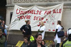 Studerende demonstrerer stadig