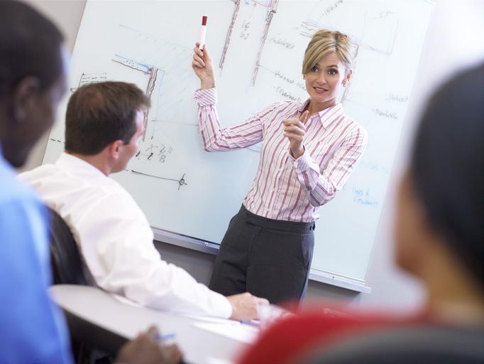 Regeringen opfordrer kommunerne til at lave job i uddannelse
