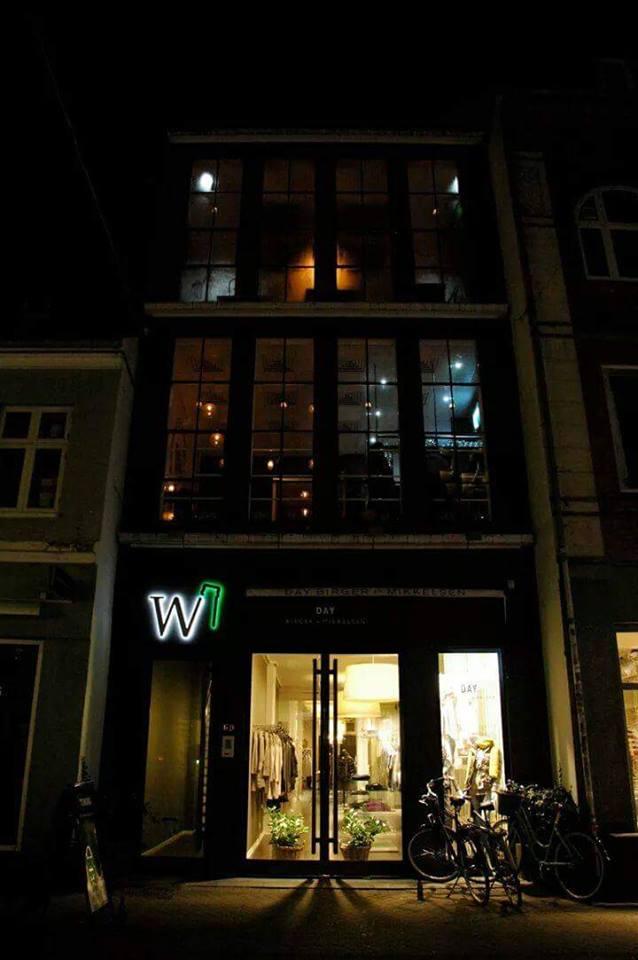 W (bar)